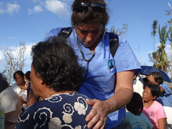 Jacky Nally, RN, a member of the Mass General disaster response team, caring for a victim of Typhoon Haiyan in 2013.