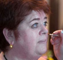 Kathleen Donahue, RN, OCN, a the one hundred 2015 honoree, receives a complimentary makeover from Amber D'Angelo of Giorgio Armani Beauty.