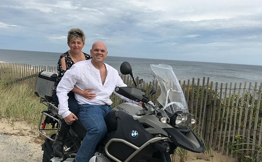 Paul Pratt and Basia Kurkiewicz enjoy life even while Paul undergoes cancer treatment.