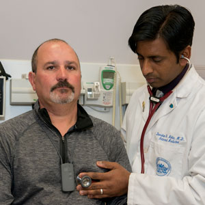 Roberto Cabral, left, with Darshan Mehta, MD, MPH, medical director of the Benson-Henry Institute for Mind Body Medicine.